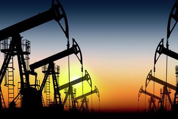 Giá dầu giảm 3% do lo ngại sản lượng tăng