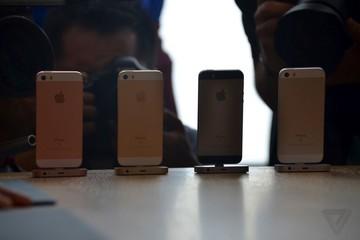 iPhone SE chính hãng có giá khởi điểm 11,6 triệu đồng, bán tại Việt Nam từ 12/5