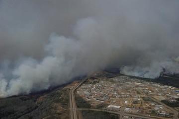 Cháy rừng tại Canada lan rộng gấp 10 lần, giá dầu được hưởng lợi