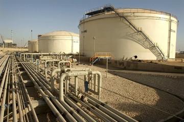 Giá dầu giảm, thị trường tập trung theo dõi dầu lưu kho của Mỹ