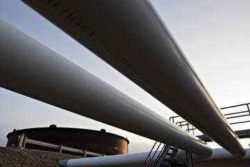 Giá dầu tăng mạnh nhưng trượt mục tiêu 50 USD/thùng