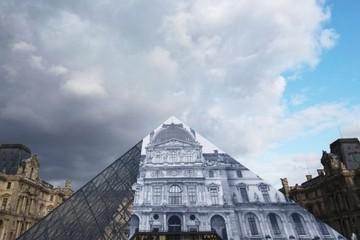Người làm kim tự tháp Lourve biến mất