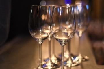 Rượu cũ, ly mới hay câu chuyện về những chiếc cốc trăm đô