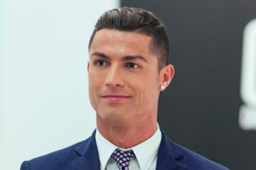 Ronaldo kiếm và tiêu tiền thế nào