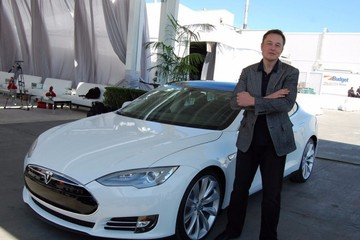 Elon Musk lái xe gì