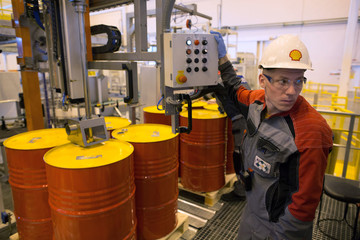 Giá dầu lại quay đầu giảm do lo ngại về tương lai của nước Anh