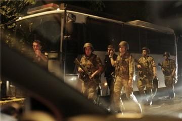 Đảo chính Thổ Nhĩ Kỳ, quân đội tuyên bố nắm quyền