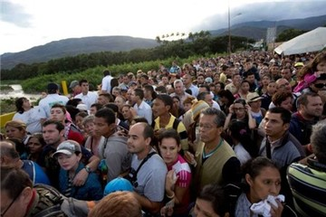 123.000 người Venezuela sang Colombiamua nhu yếu phẩm