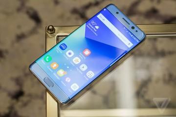 Cận cảnh Samsung Galaxy Note 7 có cảm biến quét mống mắt vừa trình làng