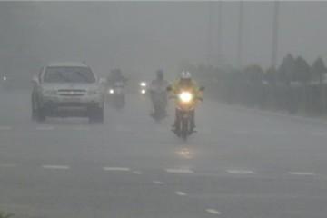 Bão số 4 vào sát Đà Nẵng - Quảng Ngãi, gió giật cấp 9-11