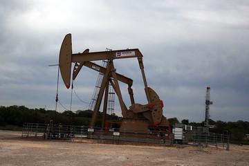 Giá dầu rơi xuống mức thấp nhất 2 tuần
