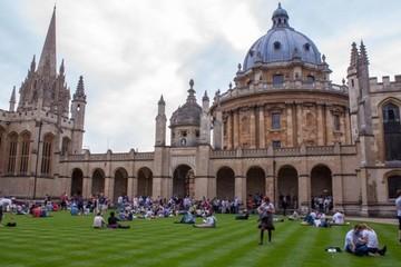 """""""Soi"""" học phí của những trường đại học tốt nhất thế giới"""