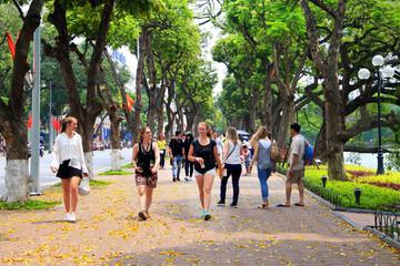 Hà Nội: Tuyến phố đi bộ đón 13.000 lượt khách/ngày đêm