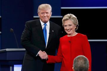 Trump và Clinton đối đầu nảy lửa trong tranh luận trực tiếp đầu tiên