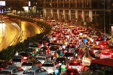 Tài xế taxi kêu thất thu vì ngập lụt ở Sài Gòn
