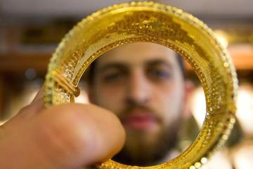 Giá vàng thủng ngưỡng 1.3000 USD/ounce sau số liệu tích cực của kinh tế Mỹ