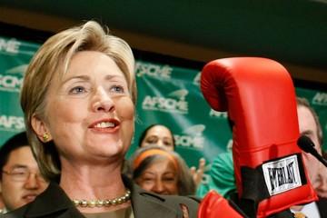 "Trump khen bà Clinton là ""chiến binh"""