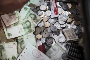 Nhân dân tệ tuột dốc không phanh sau khi vào rổ tiền tệ