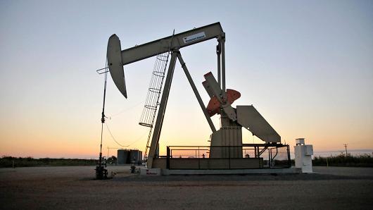 Giá dầu tăng nhẹ, chờ đợi số liệu dự trữ