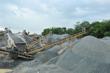 EPS ngành khai thác đá cao chót vót, lợi nhuận DHA