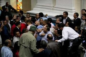 Quốc hội tố tổng thống đảo chính, Venezuela căng thẳng