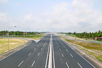 Dự kiến huy động 60% vốn tư nhân làm đường cao tốc Bắc - Nam