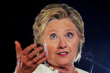 Tại đấu trường chính Florida, bà Clinton tiếp tục công kích ông Trump