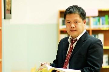 """Hiệu trưởng đại học trẻ nhất Việt Nam chính thức rời """"ghế nóng"""""""