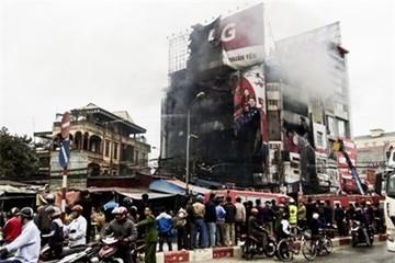 Cháy lớn siêu thị điện máy ở Hà Nội lúc sáng sớm