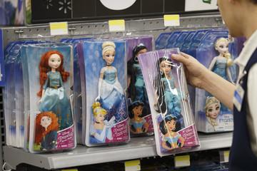 2 nhà sản xuất Trung Quốc bị Disney cắt hợp đồng vì bóc lột lao động