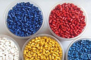 Giá hạt nhựa rơi mạnh xuống mức thấp nhất 7 năm
