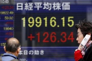 """Chỉ số Nikkei 225 lập """"đỉnh"""" trong vòng một năm"""