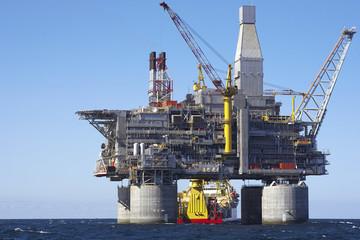 Nguồn cung sụt giảm giữ giá dầu ổn định