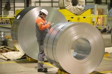 Các nhà sản xuất thép Nhật Bản gặp khó khăn vì giá nguyên liệu tăng cao