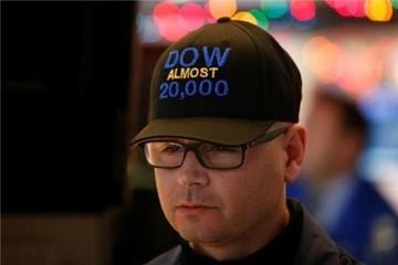 Dow Jones phá kỷ lục mới và chỉ còn cách ngưỡng 20.000 khoảng 25 điểm