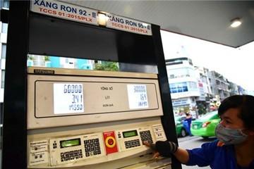 Giá xăng dầu vừa tăng, DN vận tải tính tăng cước