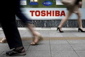 Toshiba đối mặt án phạt, cổ phiếu giảm sàn 20%