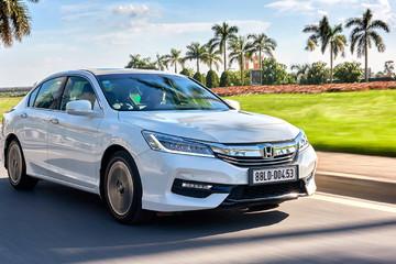 Honda Accord 2016 giảm giá 80 triệu đồng