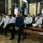 Bị cáo vụ Phạm Công Danh than hoàn cảnh, bật khóc giữa Tòa