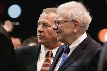 Làm vệ sĩ cho tỷ phú vất vả đến chừng nào? Hãy nghe lời người đã theo Warren Buffet suốt 20 năm