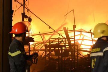 Cơ bản khống chế vụ cháy lớn trong đêm tại Công ty Suzuki Việt Nam