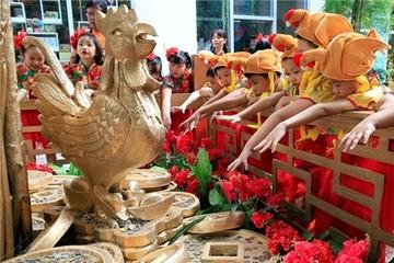 Châu Á trang hoàng đón Tết Đinh Dậu
