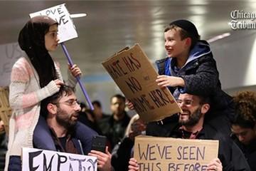 Bức ảnh hai trẻ biểu tình chống lệnh nhập cư của Trump gây sốt