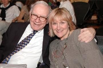 Con gái Warren Buffett hơn 20 tuổi mới biết cha là tỷ phú