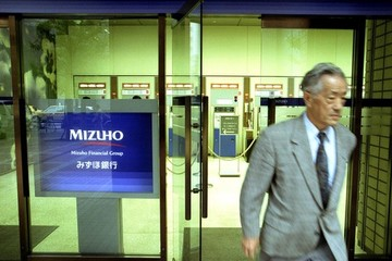 Lãi suất 0%, người Nhật vẫn đổ xô gửi tiết kiệm
