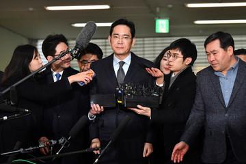 Người thừa kế tập đoàn Samsung đối diện với lệnh bắt giữ vì scandal hối lộ