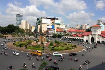 18-2: Dỡ bỏ vòng xoay trước chợ Bến Thành