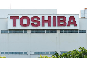 Cổ phiếu Toshiba giảm sâu 12%