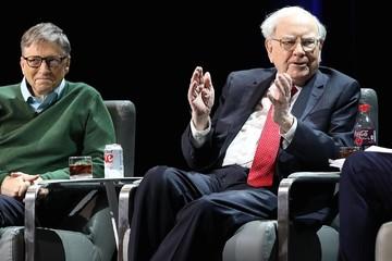 Warren Buffett từng đãi Bill Gates bữa trưa bằng phiếu giảm giá