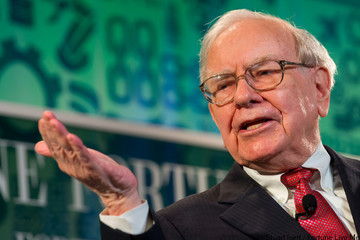 """Warren Buffett: """"Những người nhập cư tài năng và đầy tham vọng"""" làm cho kinh tế Mỹ lớn mạnh"""